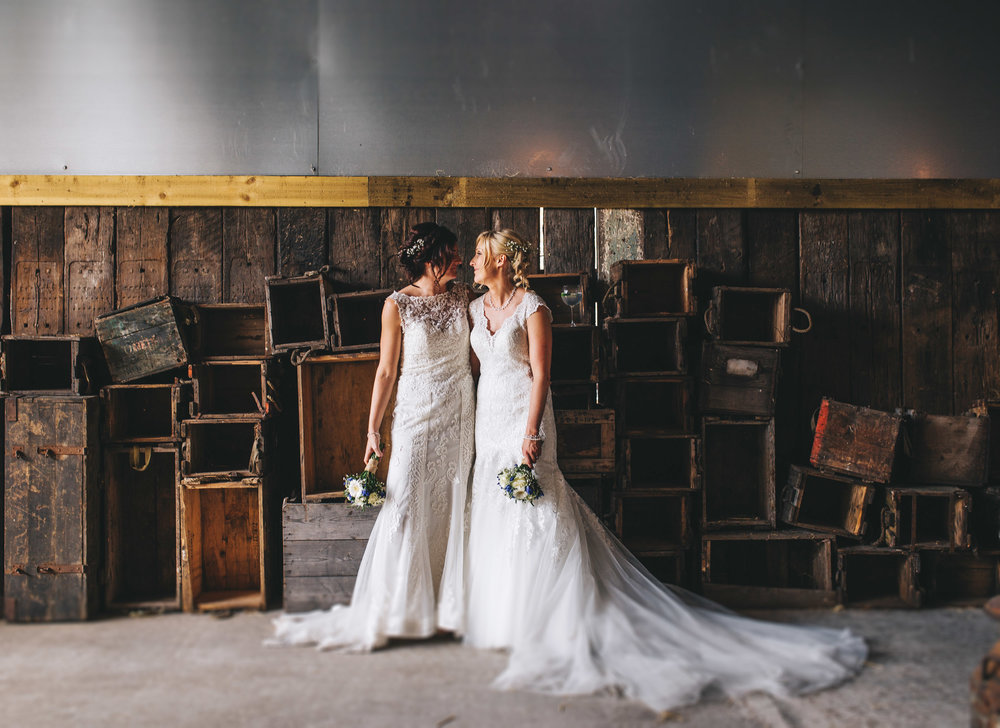 cool and relaxed wedding pictures in cheshire
