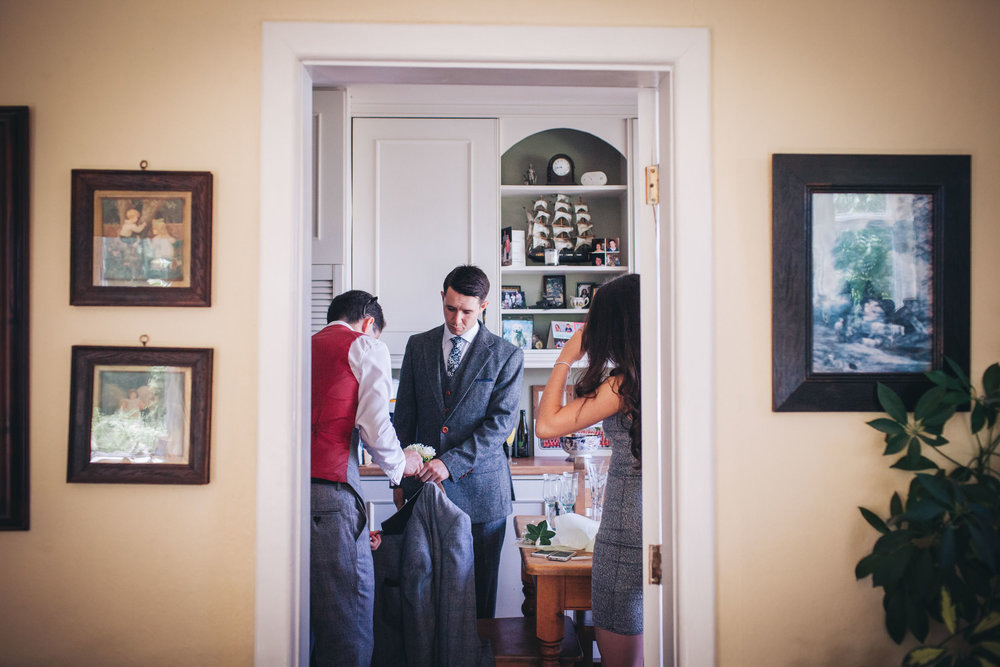 groom gets ready at home - wedding pictures