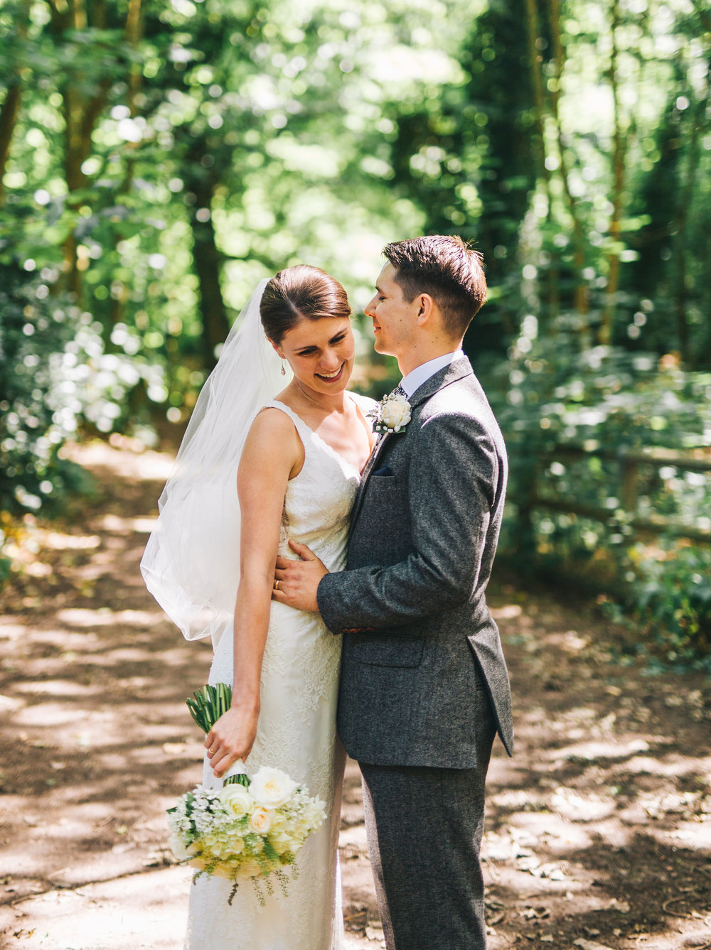 modern and relaxed wedding portraits