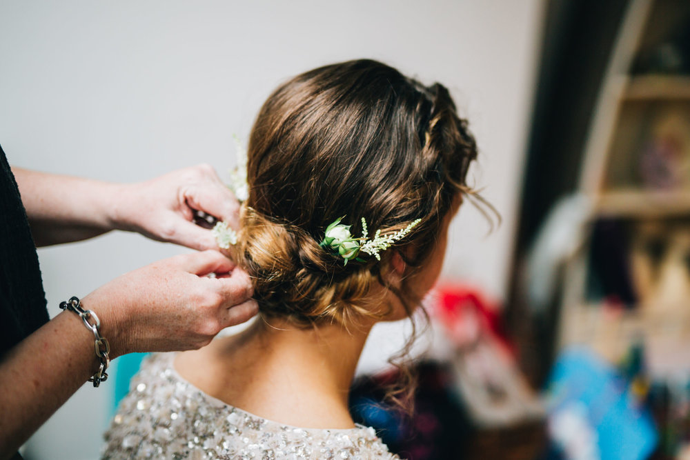 floral hair accessories at the wedding