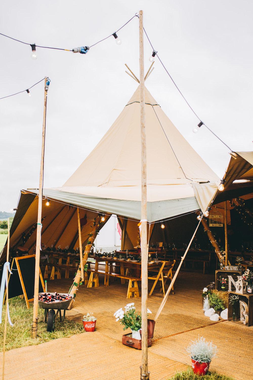 Tipi wedding in Yorkshire 34.jpg