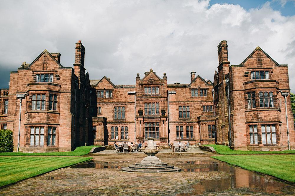 exterior image of Thornton Manor