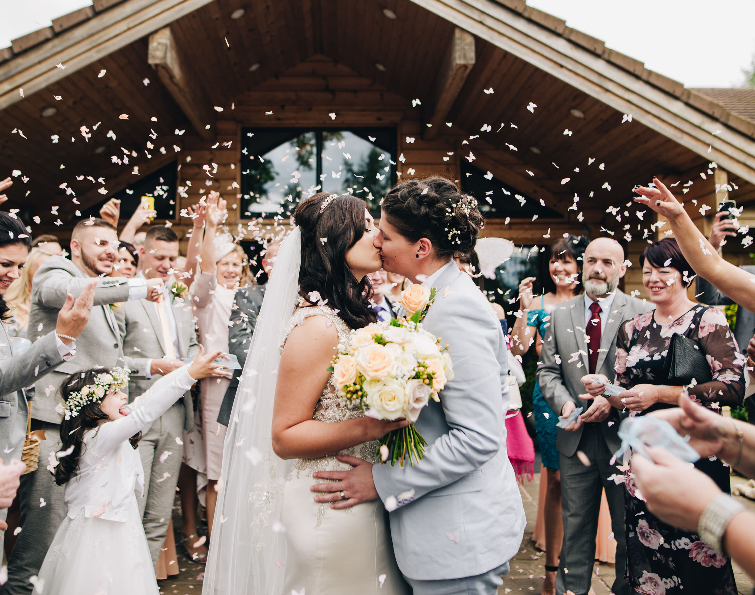 Kissing under the confetti - Styal Lodge