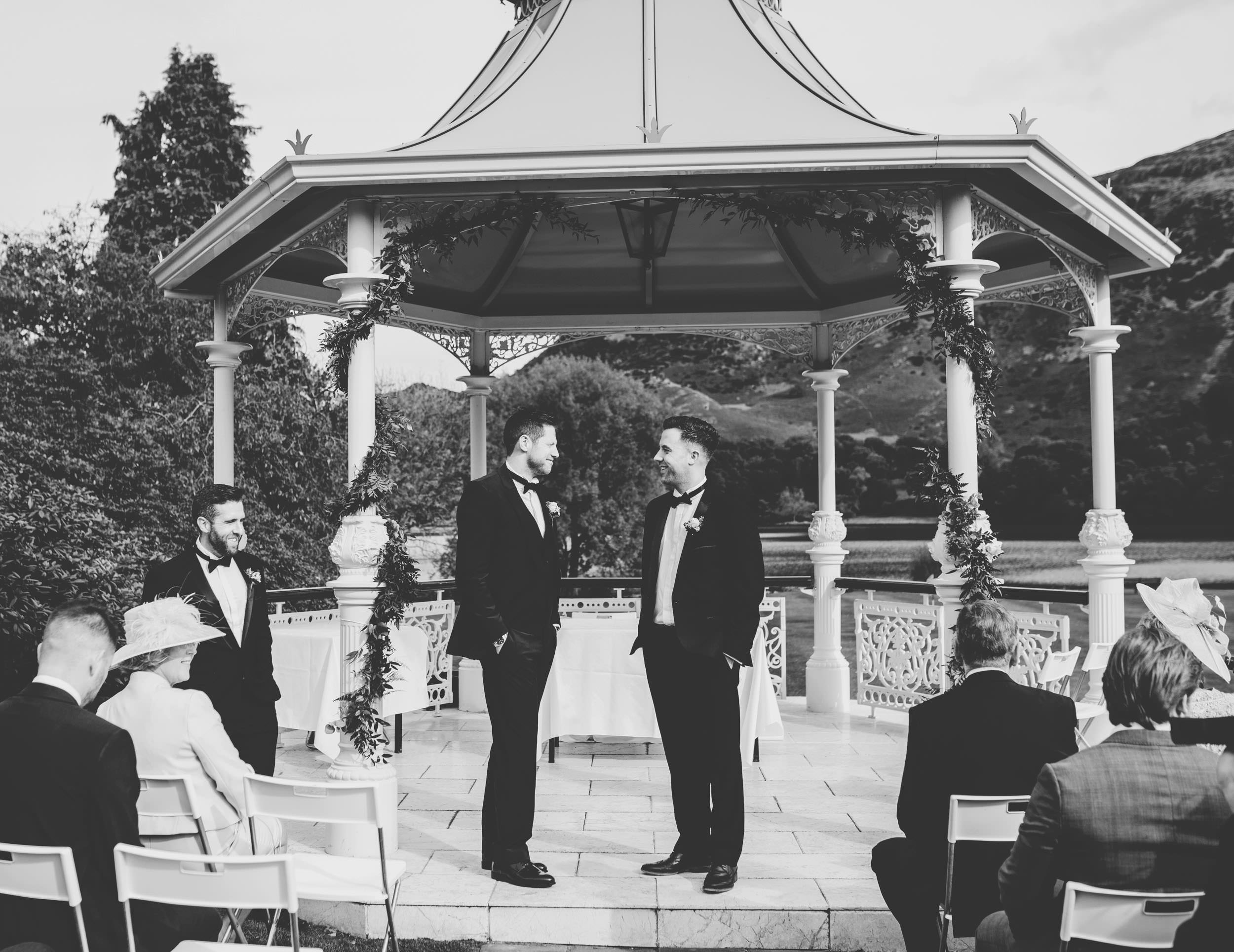 outdoor wedding ceremony at the Inn on the Lake