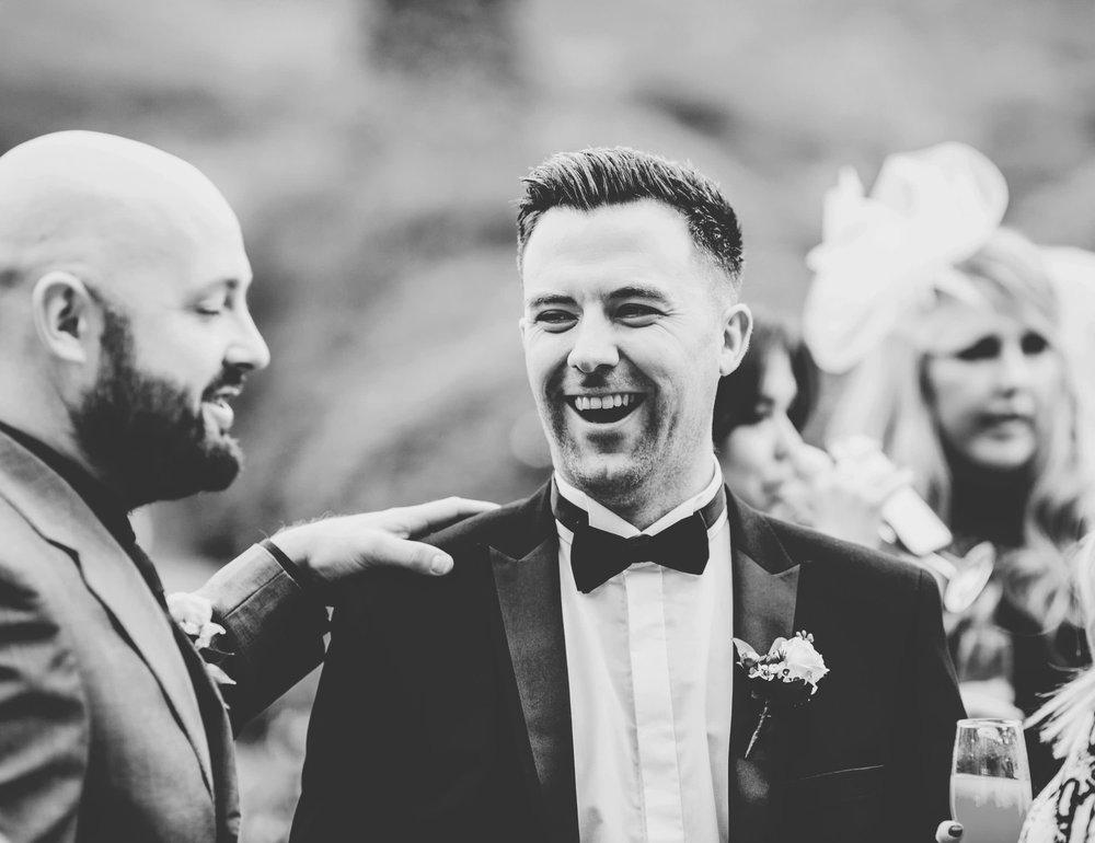 natural wedding pictures - groomsman laughing