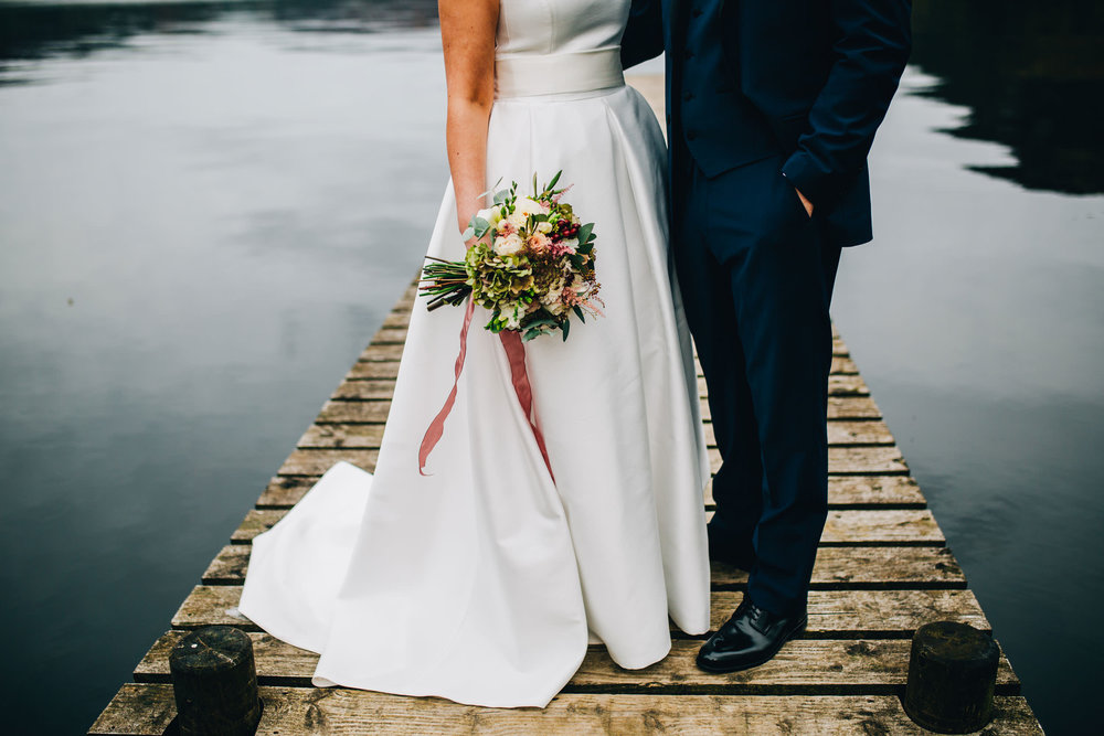 creative wedding pictures from the Inn on the Lake
