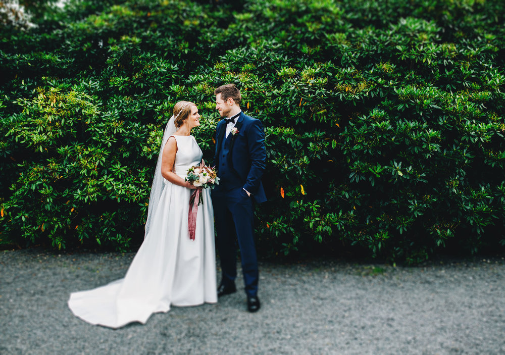 intimate and relaxed wedding images - inn on the lake