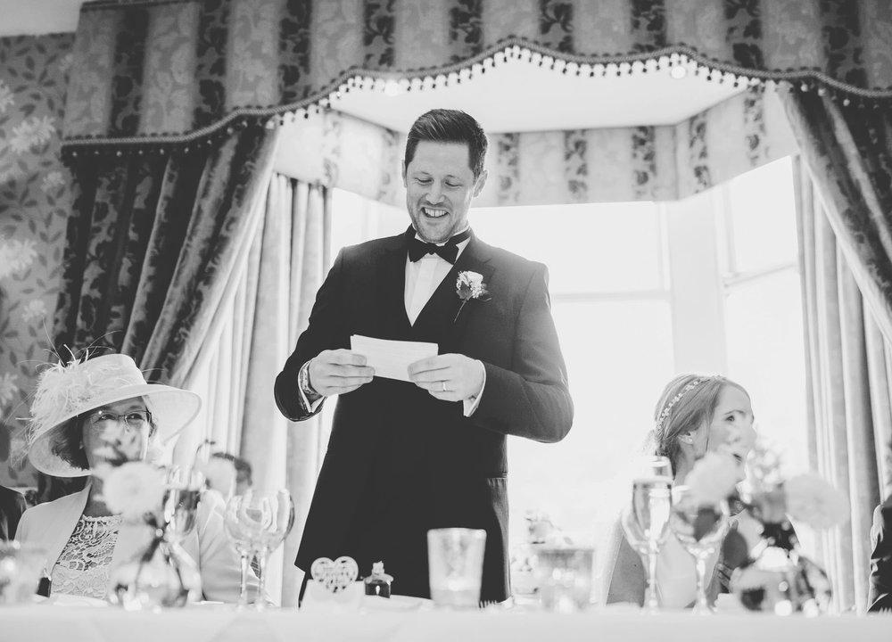 groom giving his speech at inn on the lake