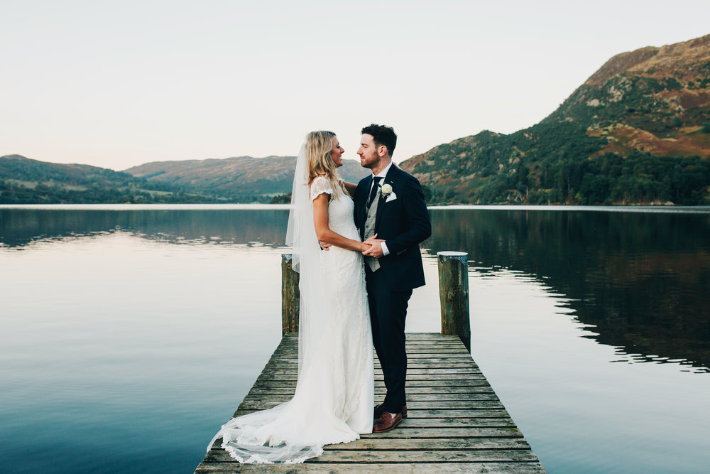 lake side wedding pictures inn on the lake