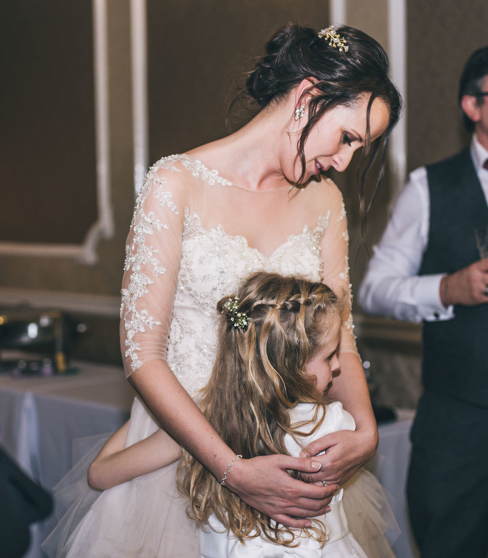 The bride and the flower girl. Snowy wedding photos.