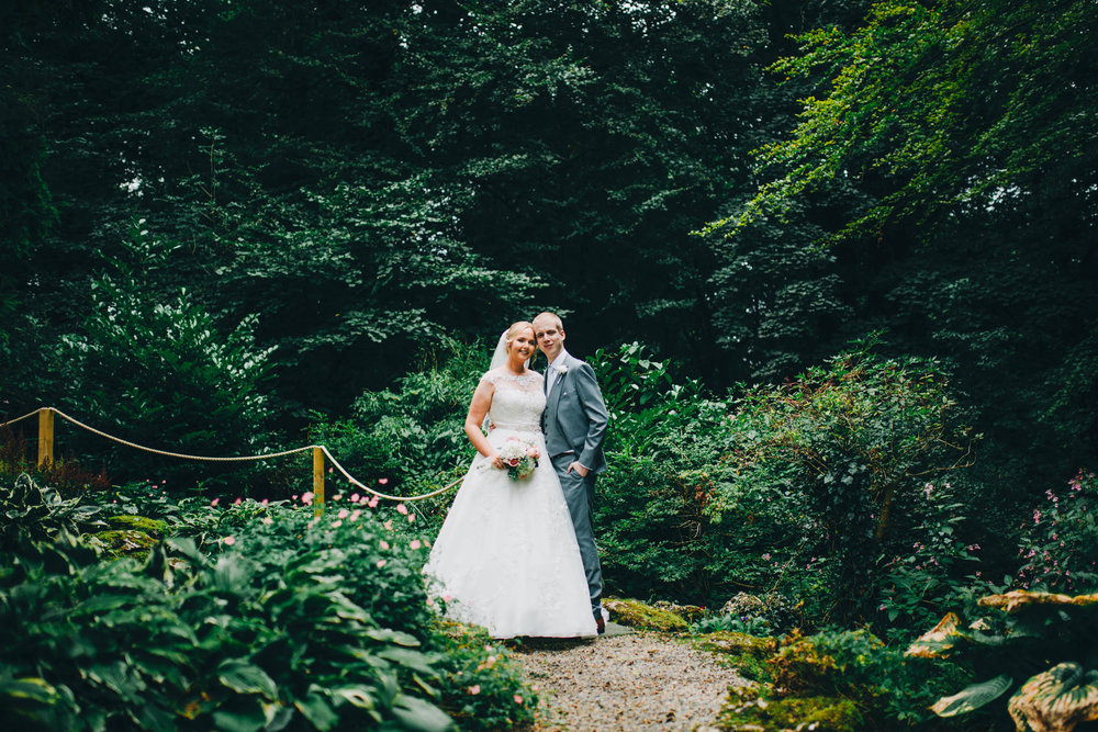 The bride and groom portraits. Relaxed summer wedding.