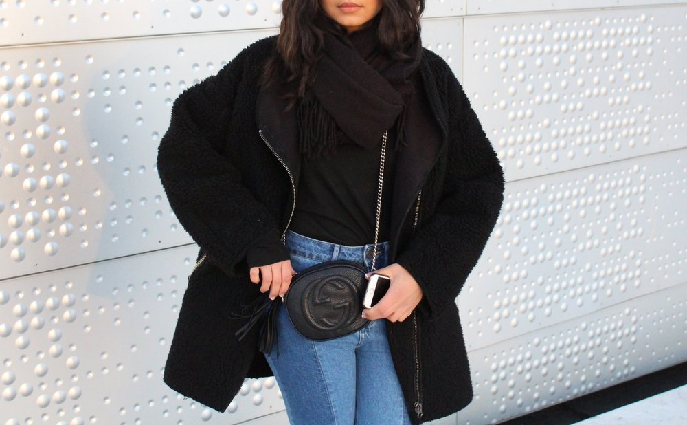 Jacket/ Hm    Sweater/ Asos    Bag/ Gucci    Jeans/ Hm    Boots/ SixtySeven     Sunglasses/ Rayban