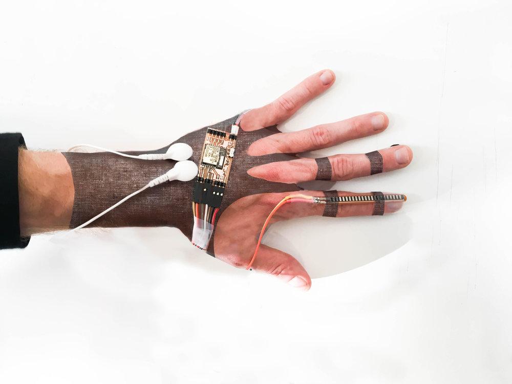 Oscar Dormio Glove.jpg