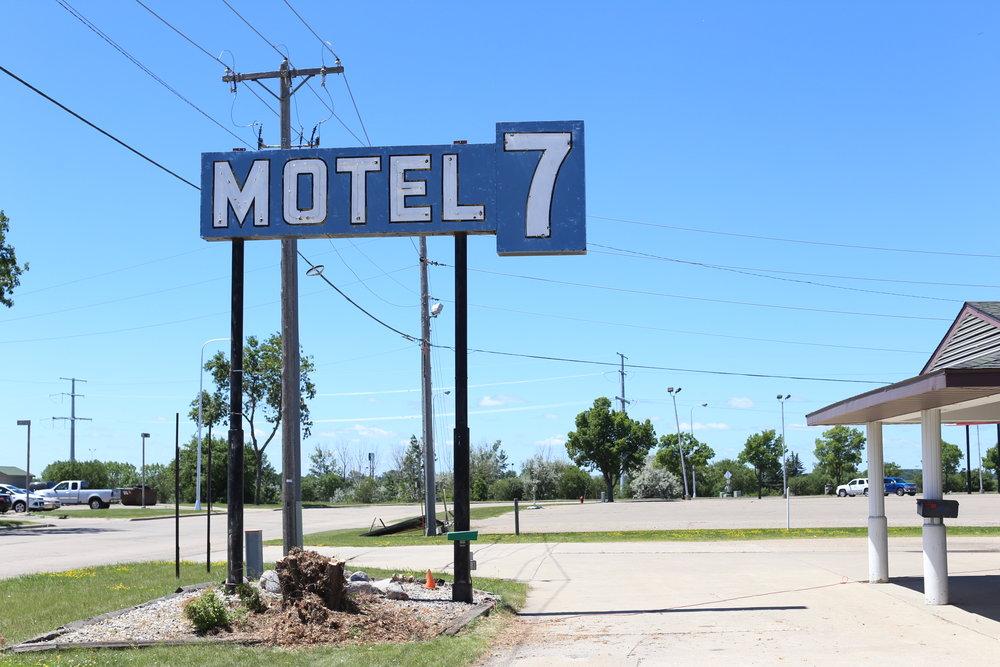 IMG_0457_motel7.JPG