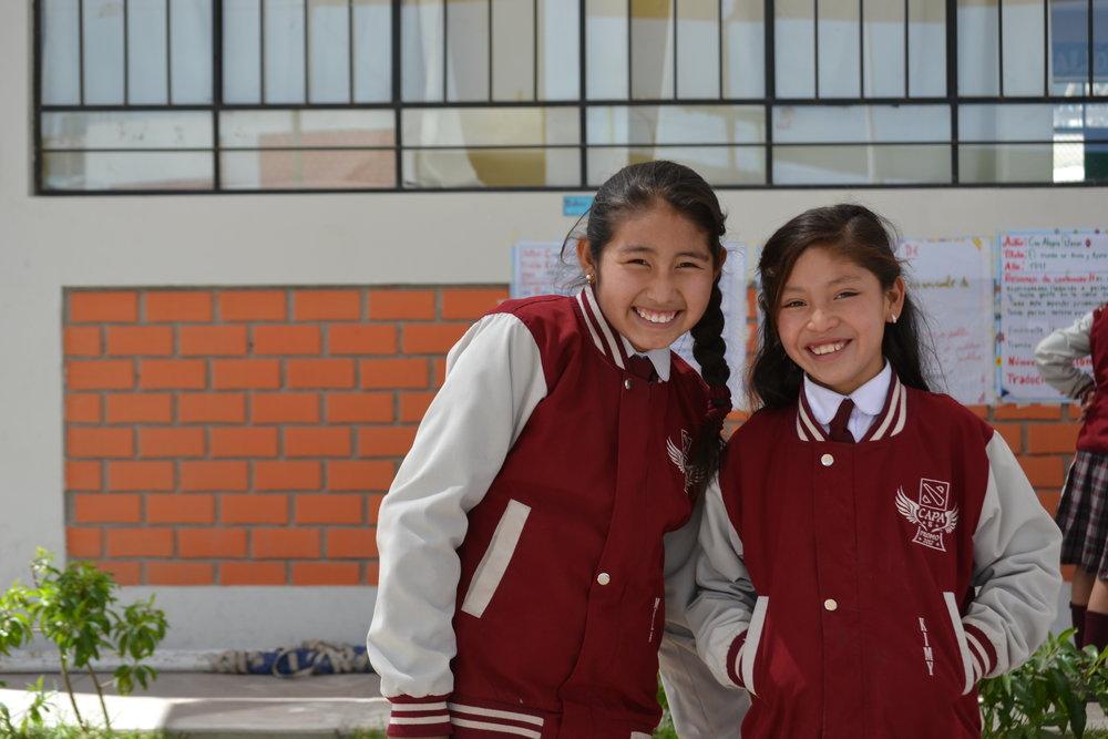 Kimberly y su amiga Belén.jpg