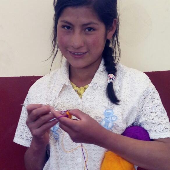 UCHUHUAYTA: TEJIENDO SUEÑOS   PEP: Albania Bure - Comunicadora  GRADO: 6to de Primaria  REGIÓN: Ancash   Busca empoderar a los estudiantes de Uchuhuaya aprovechando sus habilidades en el tejido y comercio.