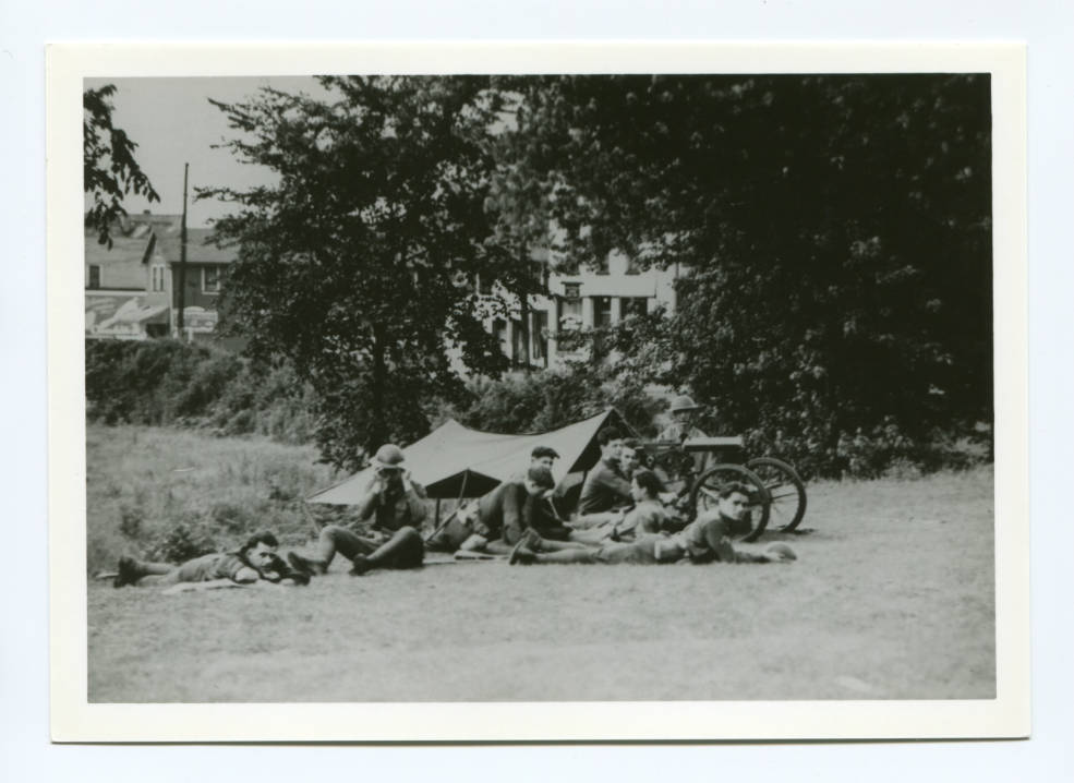 Machine gunners on Pine Avenue in Warren. Courtesy of Ohio Memory Connection.