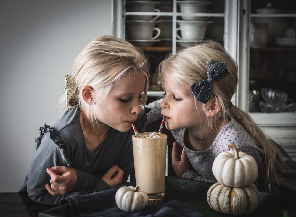 pumpkin pie smoothie girls (1 of 1).jpg