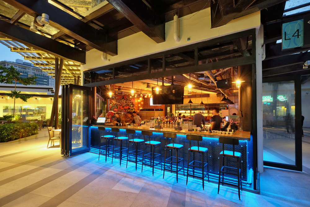 Outside Bar, The Social Ayala