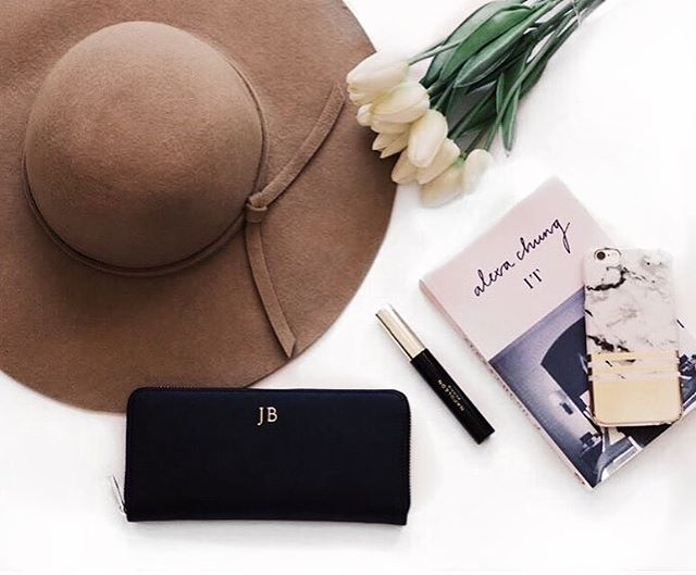 Afternoon essentials✨ #fashion#blogger#lifestyle#flatlay#fashionblogger#