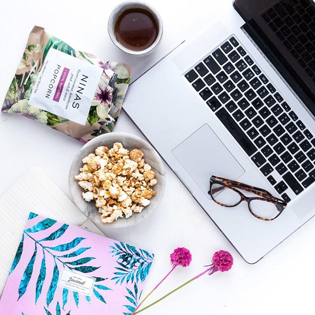 No need for the dreaded 3pm slump when you've got popcorn to fuel you through! The perfect desk set up, making today just too easy! Coffee in one hand, Nina's popcorn in the other... #coffee #deskgoals #popcorn #ninaspopcorn #3pm
