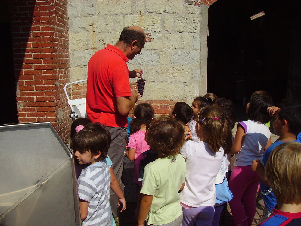 Giovani visitatori a Cantine Valpane