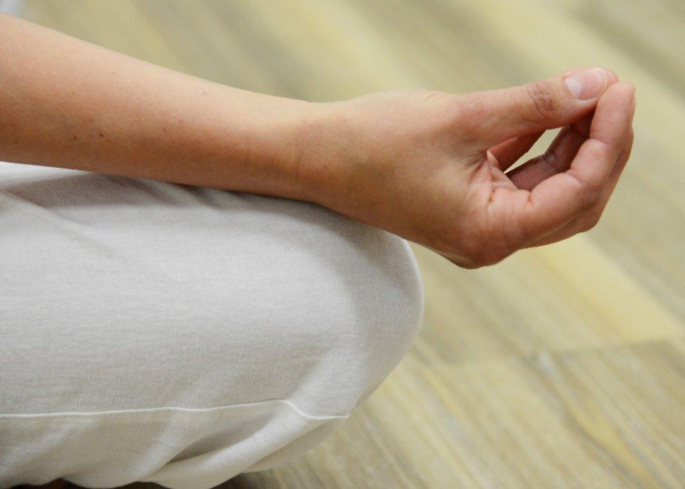 meditate_finger_keep_hand_woman-1403729.jpg