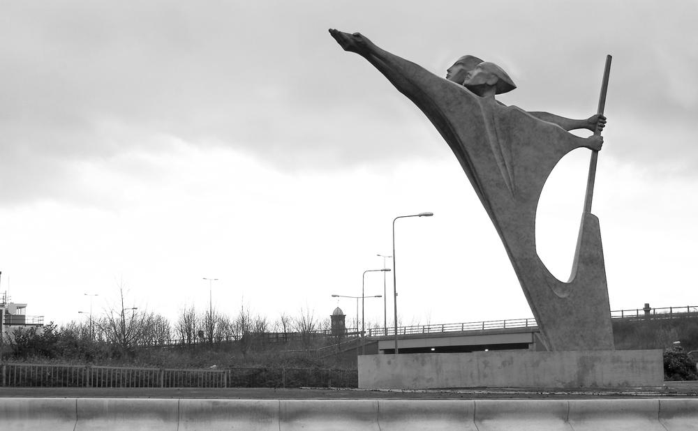 THE PIONEERS   Bronze gateway sculpture