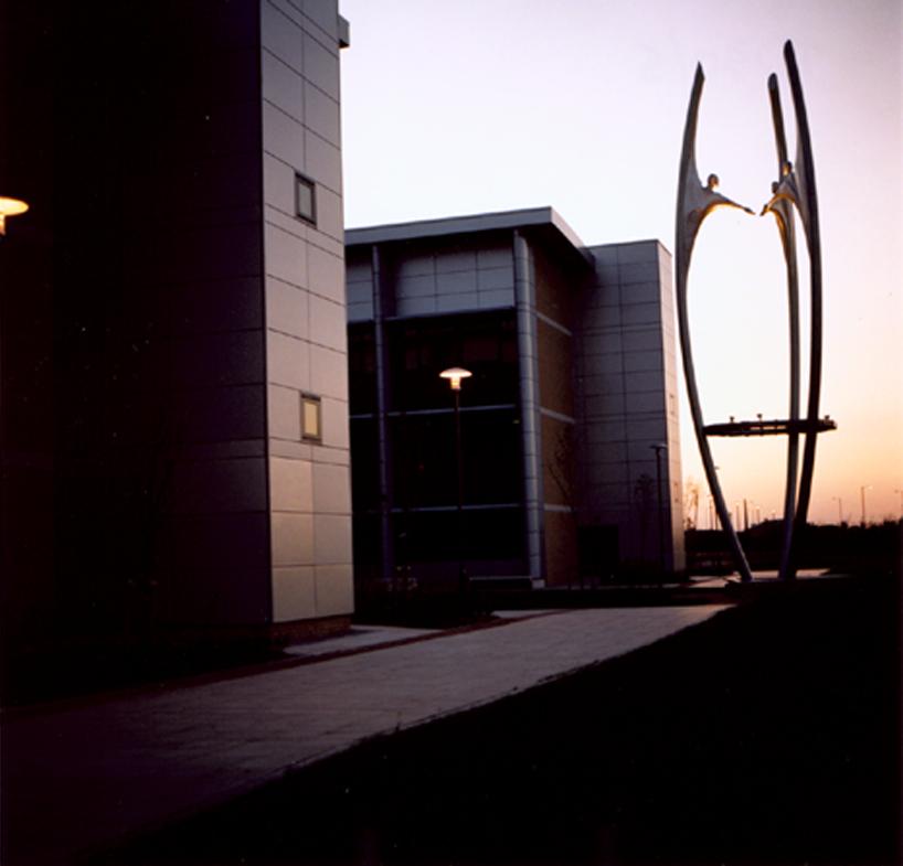 COMING TOGETHER   Elegant 16m high steel and cast aluminium sculpture