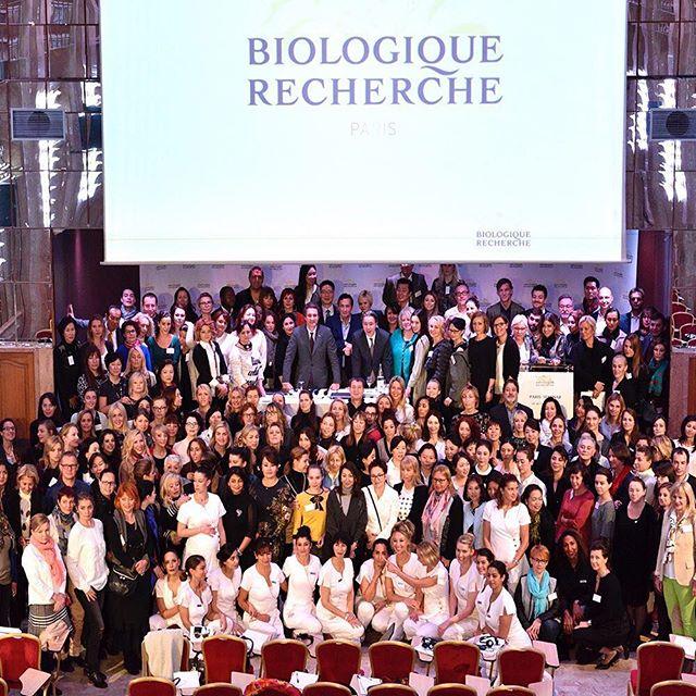 Taas on aika lähteä Pariisiin oppimaan uusia Biologique Recherche-tekniikoita ja kuulemaan, millaisia innovatiivisia uutuustuotteita sarjan ihogurut ovat kehittäneet. Olemme Biologique Recherche-seminaarissa 22.-23.9. yhdessä Face Designersin rautaisen ammattilaisen Annika Haikalan kanssa. Kuva viime syksyn seminaarista. #ammattikosmetiikkasarja #ammattikosmetiikka #ammattikosmetiikanmaahantuoja #biologiquerecherche #medikaalinenihonhoito #medispasarja #eksklusiivinen #ihonhoito #procosmetica #seminaari #pariisi