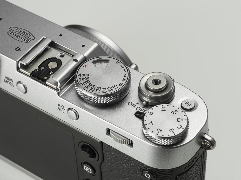 X100F_Silver_image01.jpg