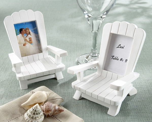Why I love it:  When your guest sits at their table, they can get a sweet gift that symbolizes your wedding day and you as a couple.  Then, after the wedding, they can continue to put any picture they want in it to enjoy, but will always be reminded of your day with the unique and fun frame.