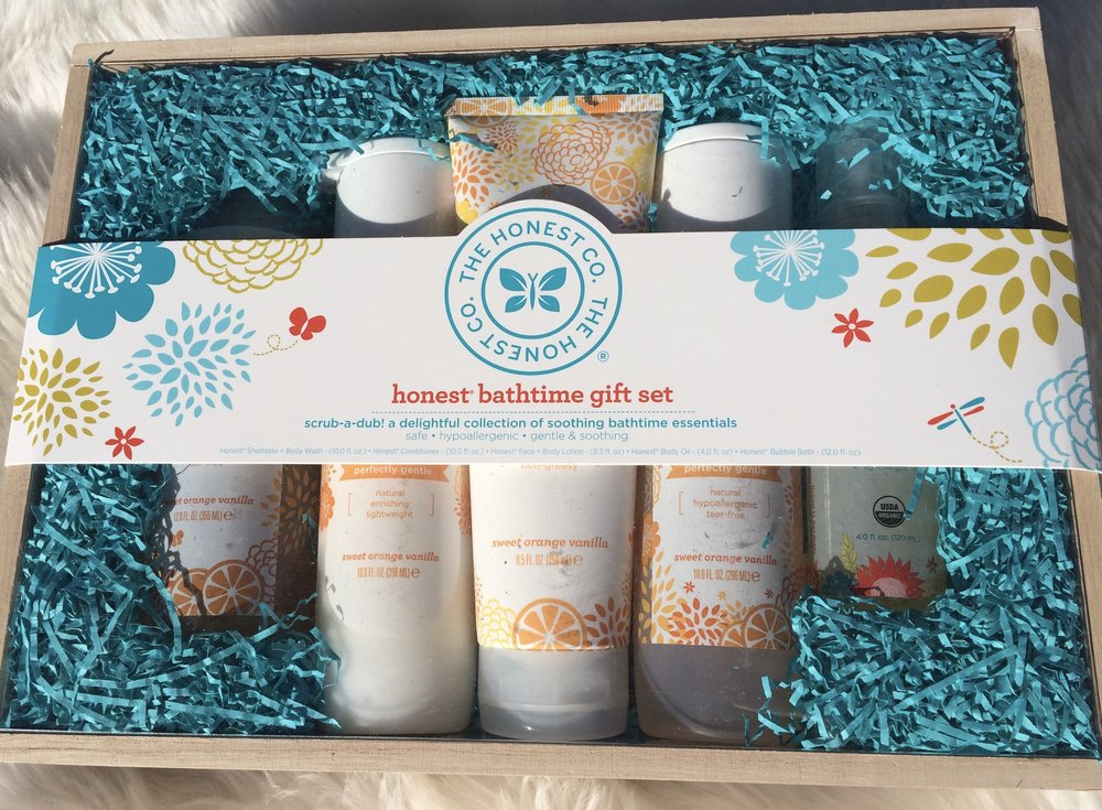 The Honest Company Bath Gift Box - whatthegirlssay.com