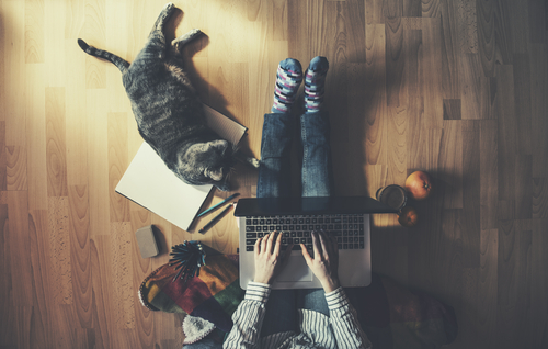 How to balance work and life when you work at home - a work-life balance can be hard to do, especially when working from home.  Here are some tips to keep your sanity and learn how to keep a balance between work and life with these tips.