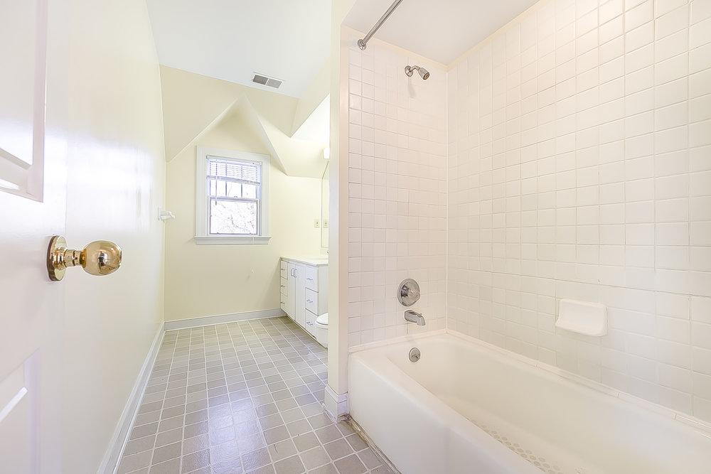 upstairs full bath.jpg