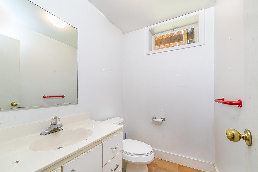 basement bathroom.jpg