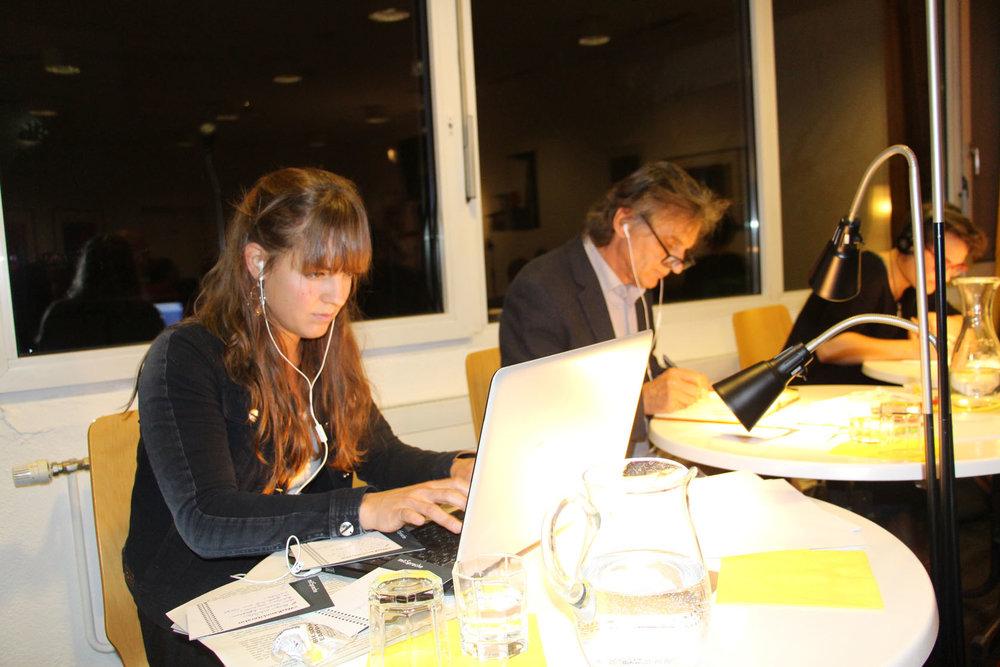 Ramona Pohn, Peter Giacomuzzi, Kathrin Rauch beim Life-Verfassen von Texten