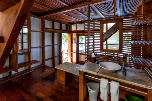 Jicaro Island Ecolodge Casita bathroom