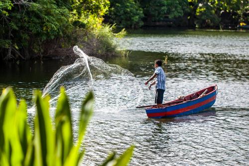 Isletas de Granada fisherman