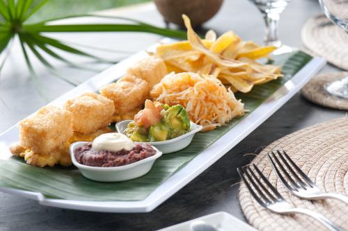 Jicaro-Island-Nicaragua-dining-2-500w.jpg