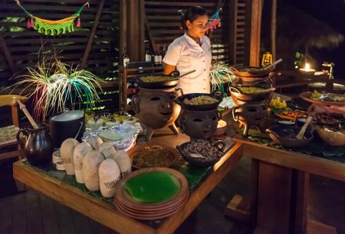 Jicaro Island Ecolodge dining