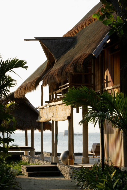 Beach House of local materials by local suppliers, Nikoi Island