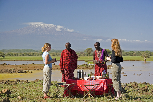 Breakfast picnic, coffee and Kilamanjaro (c) Ian Johnson, Campi ya Kanzi