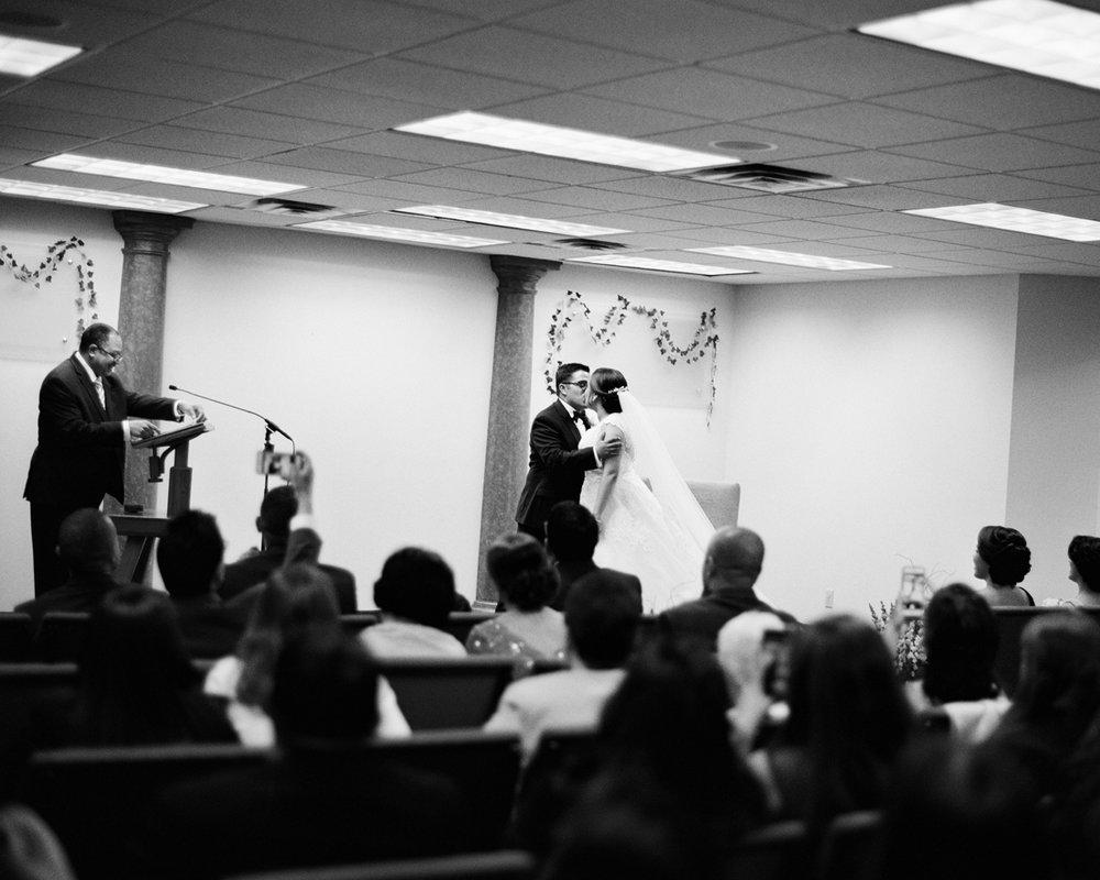 20_wedding-first-kiss-photography.jpg