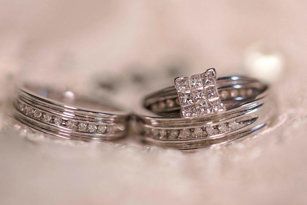 01_NYC-Wedding-rings-photographer-elsa.jpg