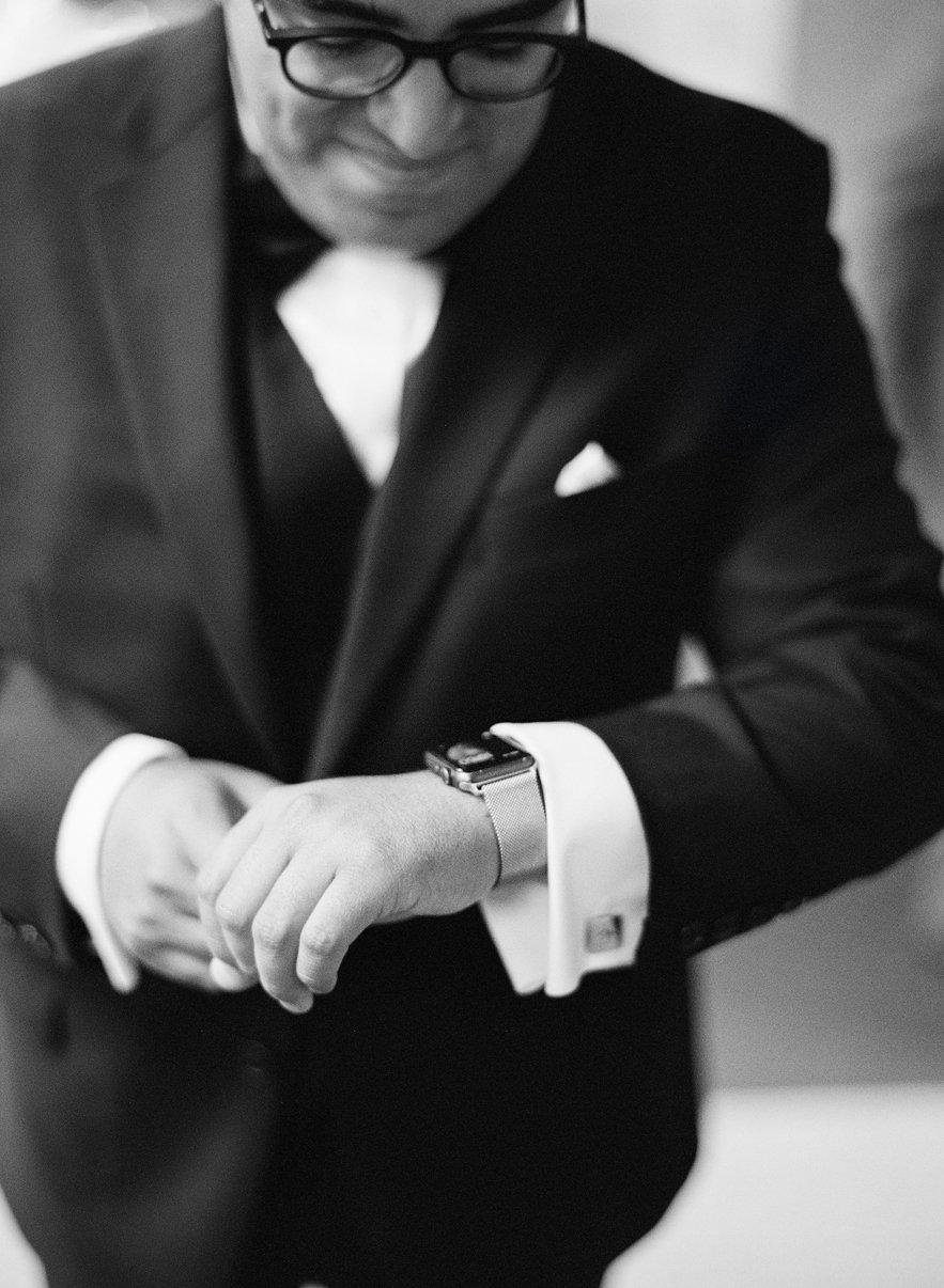 05_wedding-tuxedo-black-tie.jpg