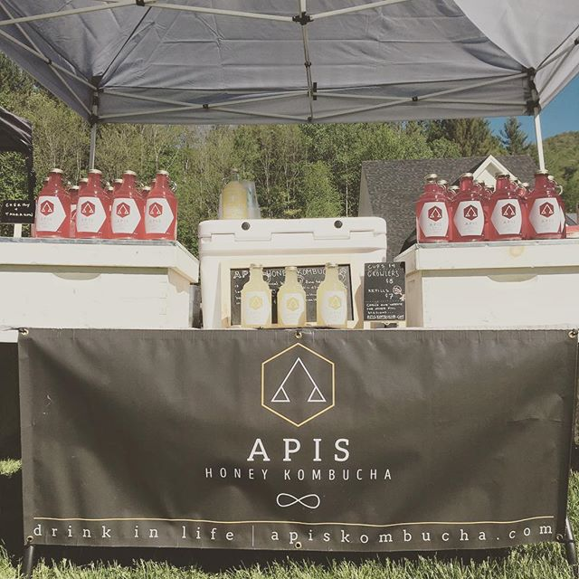 Come to #burlingtonfarmersmarket and #waitsfieldfarmersmarket and get your refills of Pineapple+Corriander and a new Wild fermented Jun! #apiskombucha #wildferment#farmersmarket