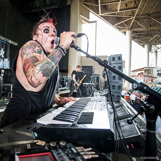Mountain View: Crilly breaks things with @williamcontrol at 8:10 on the Skullcandy Stage 🌹 Signing at 5:25! 📷 @ryanhodgesphotography … #williamcontrol #neuromanticmovement #neuromanticboys #b🌹ys #crillyashes #adamcrilly #keyboardist #gothgoth #goth #warpedtour #vanswarpedtour #warpedtour2017 #darkwave #synth #electronicmusic #dancemusic #ashestoangels #ashesfamily #newgrave #gigphotography #livemusic #bands #bandsarelife