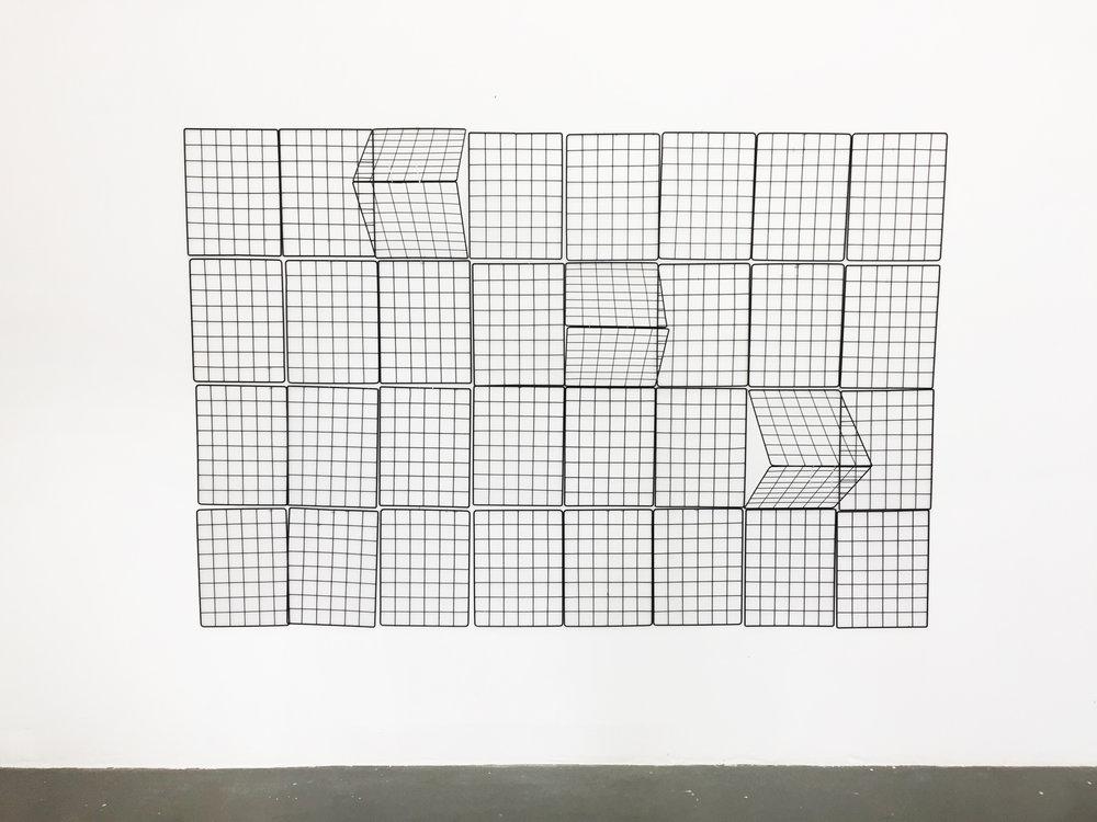 Mano Penalva, sem título, Série: Em Pauta, Expositores aramados, 160 x 240 x 30 cm