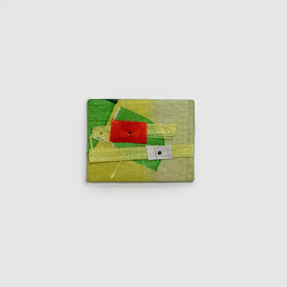 Mano Penalva_ID0267_sem titulo_serie origem_2016_rafia, plastico e metal_13x16cm.jpg